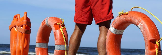 10 Tips To Stay Safe At The Beach