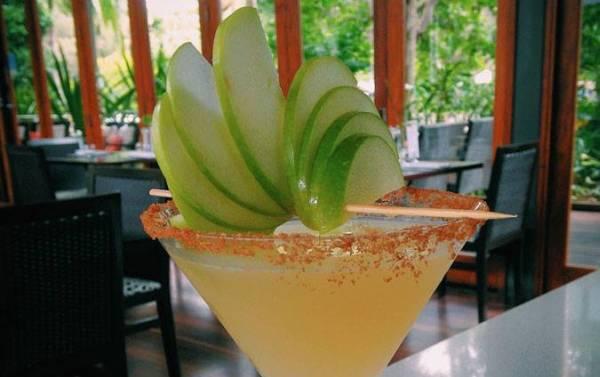 Yummy cocktail at Happy Hour at Byron at Byron. Image source: facebook.com/byronatbyronfacebook.com/byronatbyron