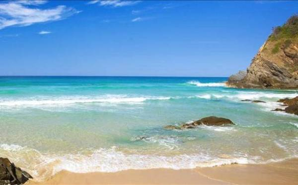 Gorgeous White's Beach is a local favourite: Image source: seaandme.com.au